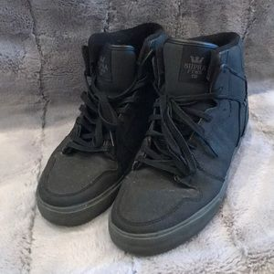 Other - Black on black Supra high tops